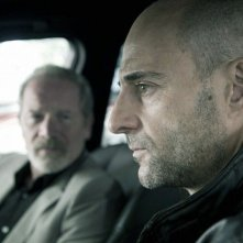 Welcome to the Punch: Mark Strong interpreta Jacob Sternwood