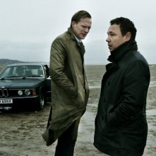 Blood: Paul Bettany con Stephen Graham in una scena del film