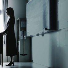 Confessions: l'nsegnante Takako Matsu in classe in una scena del film