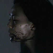 Confessions: Yoshino Kimura in una sanguinosa scena del film