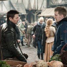 Hansel &Gretel - Cacciatori di streghe: il regista Tommy Wirkola sul set con Jeremy Renne