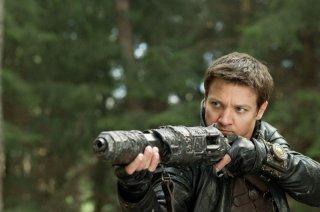 Jeremy Renner in un momento action di Hansel & Gretel - Cacciatori di streghe