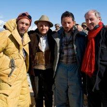 K2: la montagna degli italiani: Giuseppe Cederna, Michele Alhaique, Robert Dornhelm e Massimo Poggio in una scena della fiction