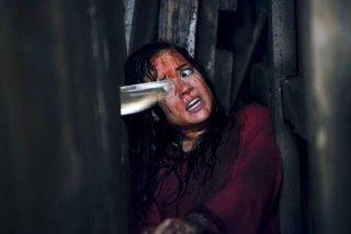 La casa: Jane Levy terrorizzata in una scena del film