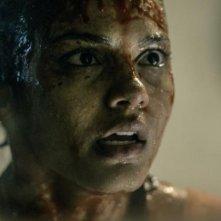 La casa: Jessica Lucas insanguinata in una scena del film