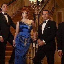 Mad Men: Jon Hamm, Christina Hendricks, John Slattery e Robert Morse in una foto promozionale della stagione 6