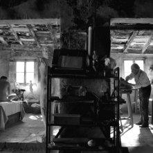 Aida Folch e Jan Rochefort in una suggestiva scena del film El artista y la modelo