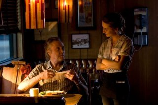 Stand Up Guys: Christopher Walken con Addison Timlin in una scena