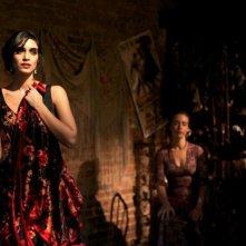 Una fragile armonia: Liraz Charhi nei panni di una ballerina di flamenco in una scena