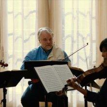 Una fragile armonia: Mark Ivanir, Philip Seymour Hoffman, Christopher Walken e Catherine Keener suonano insieme in una scena