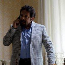 Ci vediamo domani: il protagonista Enrico Brignano in una scena della commedia