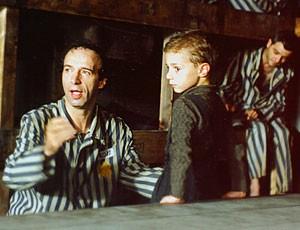Roberto Benigni e Giorgio Cantarini nel film La vita è bella