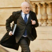 Il ministro - L'esercizio dello Stato: Michel Blanc corre in una scena