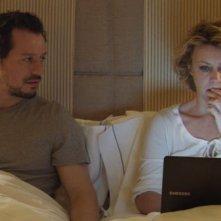 Viaggio sola: Stefano Accorsi e Margherita Buy a letto in una scena del film