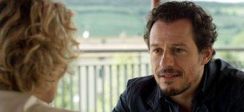 Viaggio sola: Stefano Accorsi in un bel primo piano tratto dal film