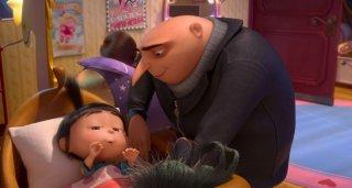 Cattivissimo me 2: Gru cerca di far addormentare la piccola Margo in un'immagine del film animato