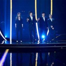 Now You See Me: Isla Fisher, Jesse Eisenberg, Woody Harrelson e Dave Franco dopo un'esibizione magica in un momento del film