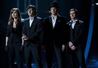 Now You See Me: Isla Fisher, Jesse Eisenberg, Woody Harrelson e Dave Franco in una scena