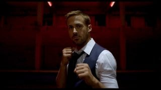 Ryan Gosling in posizione di combattimento in Only God Forgives