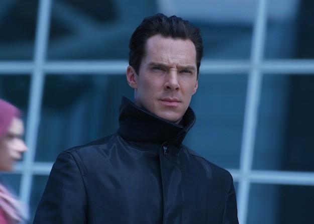 Un primo piano di Benedict Cumberbatch, protagonista di Into Darkness - Star Trek