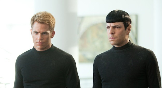 Zachary Quinto e Chris Pine in una scena di Star Trek Into Darkness