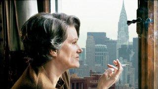 Barbara Sukowa è Hannah Arendt nel film di Margarethe von Trotta
