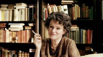 Barbara Sukowa è Hannah Arendt nella biopic di Margarethe von Trotta