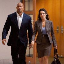 Dwayne 'The Rock' Johnson con Melina Kanakaredes nel film Snitch - L'infiltrato