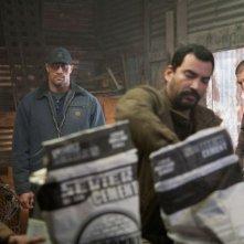 Snitch - L'infiltrato: Dwayne Johnson e Jon Bernthal in una scena del thriller poliziesco