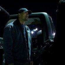 Snitch - L'infiltrato: Dwayne 'The Rock' Johnson in una scena notturna del thriller