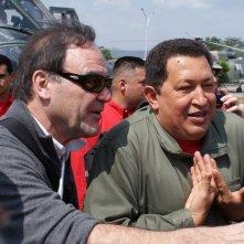 Chàvez - l'ultimo comandante: il regista Oliver Stone insieme a Hugo Chávez in un'immagine del documentario