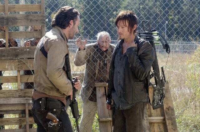The Walking Dead Andrew Lincoln E Norman Reedus In Una Scena Dell Episodio L Inganno 269930