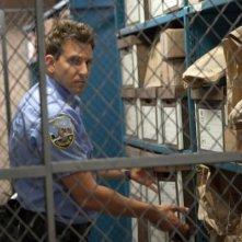 Bradley Cooper ialla centrale di polizia in una scena di The Place Beyond the Pines