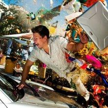 Mark Wahlberg in fuga nel caos in una scena di Suda e cresci