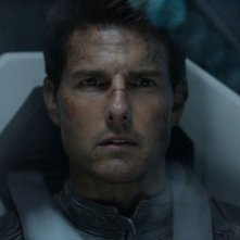Oblivion: un intenso primo piano di Tom Cruise tratto dal film