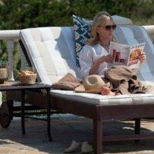 Blue Jasmine: Cate Blanchett in un momento di relax al sole