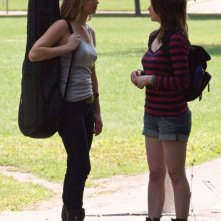 Jennifer Lawrence con l'amica Allie MacDonald in una scena di Hates - House at the End of the Street