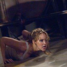 Jennifer Lawrence in una concitata scena di Hates - House at the End of the Street