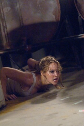 Jennifer Lawrence in una concitata scena di Hates - House at the End of the Street