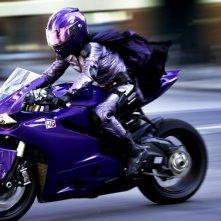 Kick-Ass 2: Chloë Grace Moretz in moto in una scena