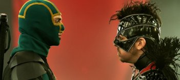 Kick-Ass 2: Christopher Mintz-Plasse faccia a faccia con Aaron Taylor-Johnson in una scena del film