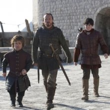 Game of Thrones: Peter Dinklage, Jerome Flynn e Daniel Portman in una scena dell'episodio Valar Dohaeris