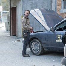 The Walking Dead: Andrew Lincoln è Rick Grimes nell'episodio Nelle tombe