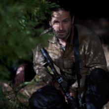 The Walking Dead: Andrew Lincoln in una scena dell'episodio Nelle tombe