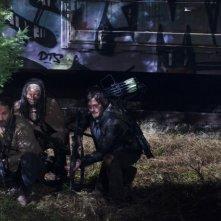 The Walking Dead: Andrew Lincoln, Norman Reedus e Danai Gurira in azione nell'episodio Nelle tombe