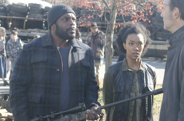 The Walking Dead David Morrissey Con Travis Love Chad Coleman E Sonequa Martin In Una Scena Dell Epi 270363