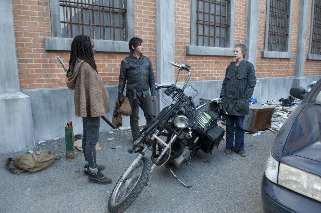 The Walking Dead Norman Reedus Danai Gurira E Melissa Suzanne Mcbride Nell Episodio Nelle Tombe 270364