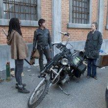 The Walking Dead: Norman Reedus, Danai Gurira e Melissa Suzanne McBride nell'episodio Nelle tombe