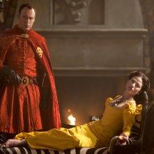 Da Vinci's Demons: Elliot Cowan e Lara Pulver in una foto promozionale della serie