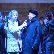 Tsunami Tour: Beppe Grillo con Dario Fo in una scena del documentario